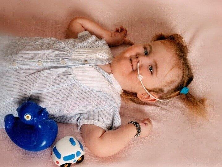 Emma mit Sauerstoffbrille